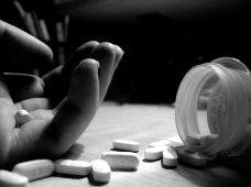 نشانه های هشدار خودکشی در نوجوانان