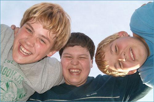 دوستی ها و روابط نوجوان با همسالان