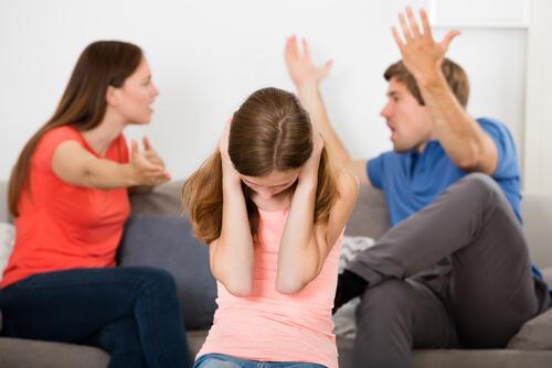با یک مشاور متخصص در-حوزه-ی-روابط-خیانت-دوست-پسرم عاطفی گفت و گو کنید.