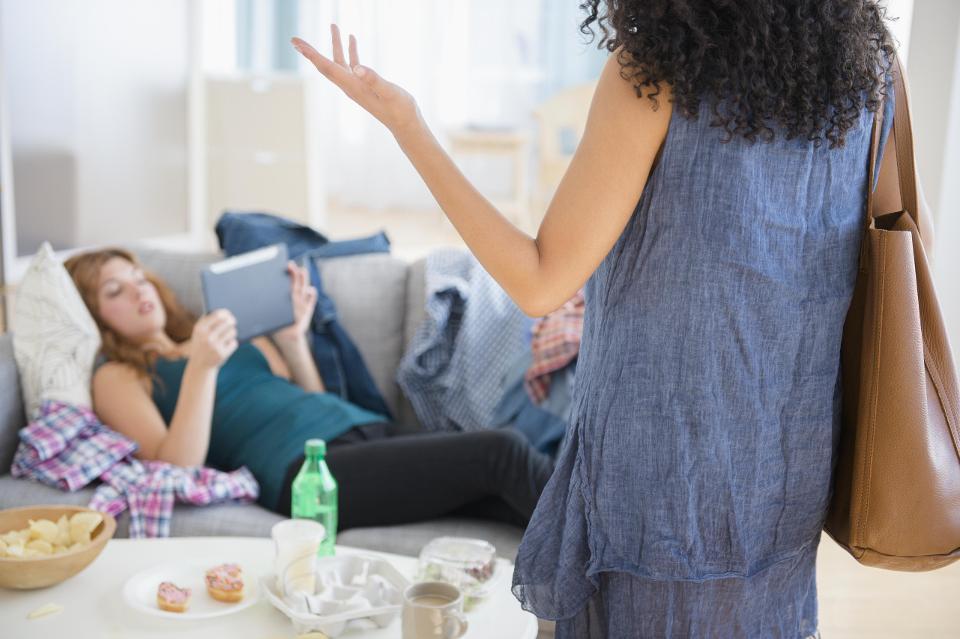 نحوه بیرون کردن دوستان یا بستگان از خانه